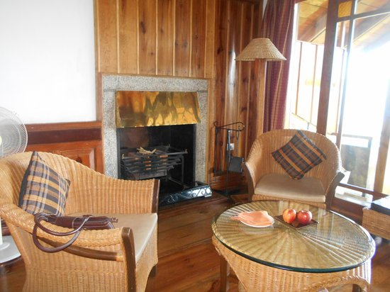 Ri Kynjai : Yes, the Hybrid Cottage has a fireplace