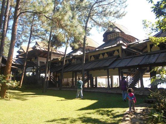 Ri Kynjai : View of the resort