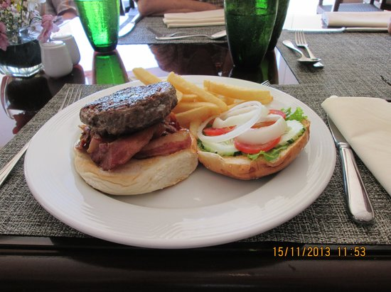 Taal Vista Hotel: my burger