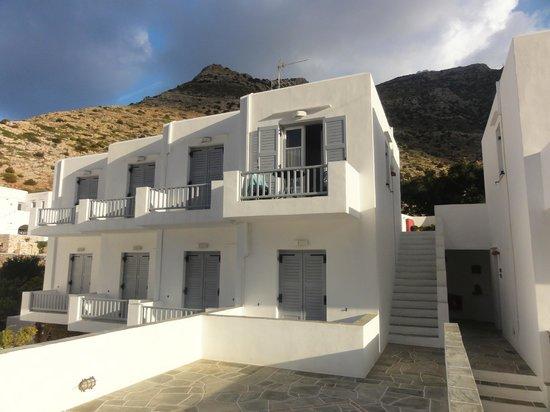 Nymphes Hotel: Mooie zonnige kamer met balkon