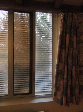 La Maison de Verotte : raam van kamer van 4 kan 40 cm open