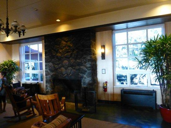 Volcano House: Lobby