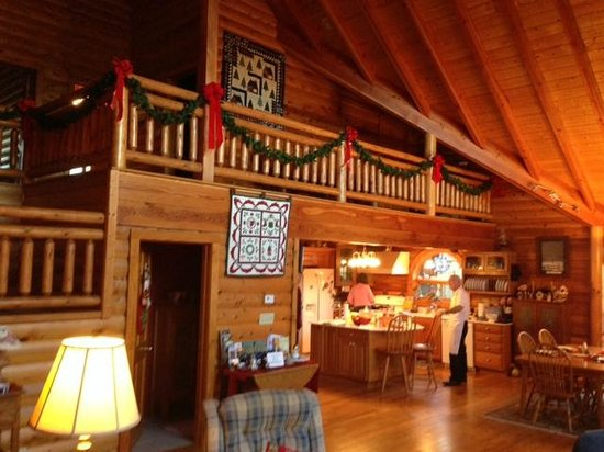 Glade Valley, Caroline du Nord : The lodge decorated for Christmas