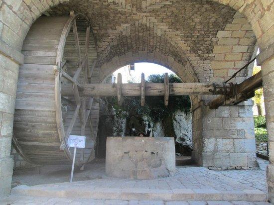 La Citadelle de Besançon : колодец