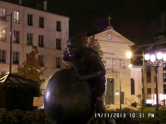 Hotel Paris Neuilly : الميدان بجوار الفندق - بجوار منطقة الاعمال