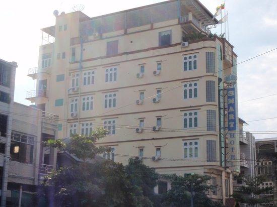 Smart Hotel: vue de la rue