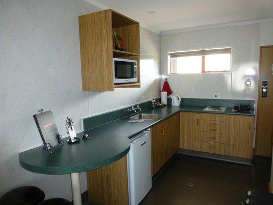 Amross Court Motor Lodge: Küchenzeile