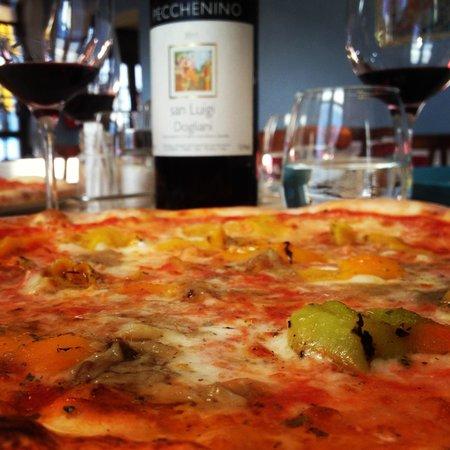 Pizza con peperoni al forno e bagna cauda - Foto di Bargiglio ...