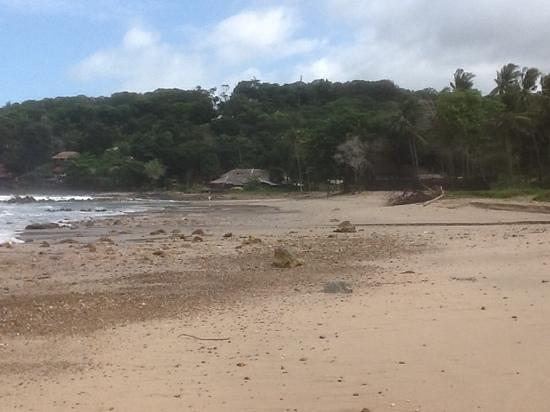 LaLaanta Hideaway Resort: The beach looking north