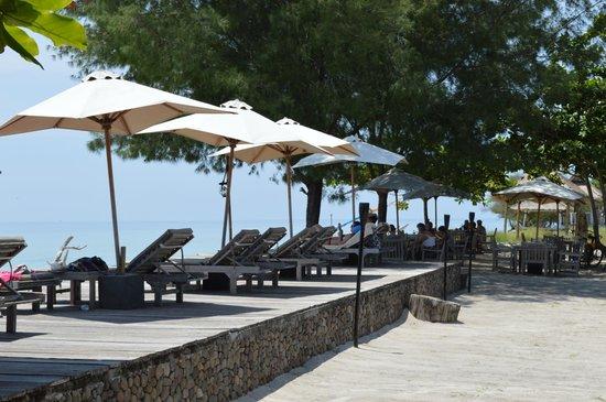 Desa Dunia Beda Beach Resort: Beach beds