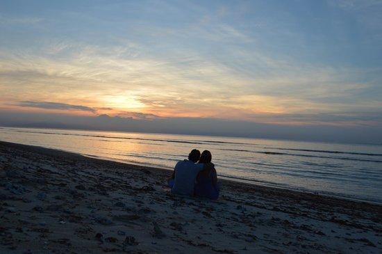 Desa Dunia Beda Beach Resort: Sunset at the beach