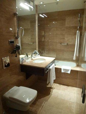 Eurostars Budapest Center Hotel : Baño habitacion doble superior