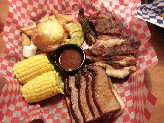 Famous Dave's : Rib tips and beef brisket combo