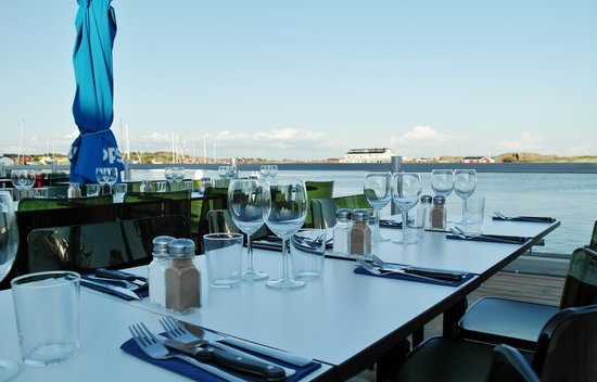 Hotell Trubaduren: The outdoor terrace overlooking the harbour and local fishing boats