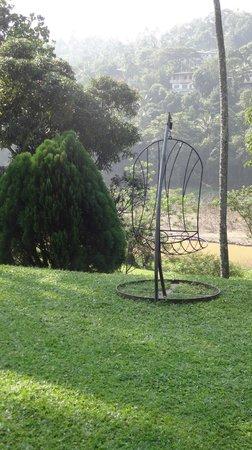 Serendip Stone Bungalow & Hotel: Jardin