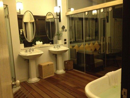 The Shore at Katathani: Bathroom