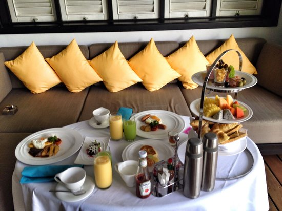 The Shore at Katathani: First breakfast in room