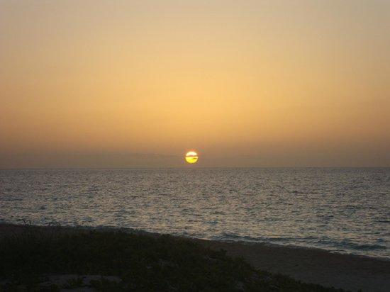 Hotel Cayo Levisa: Sunset at the beach