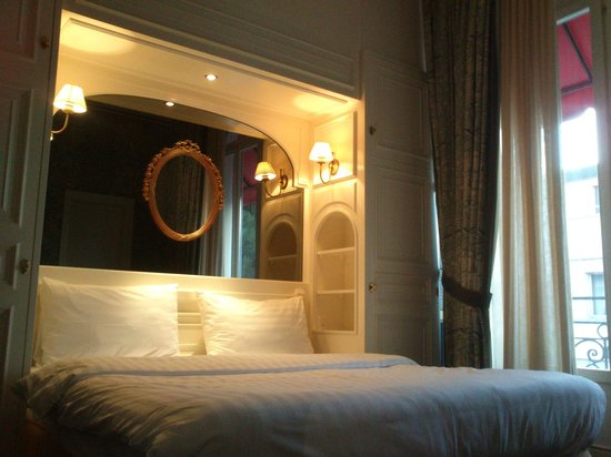 Carlton Lausanne Boutique Hotel : Room (3rd floor)