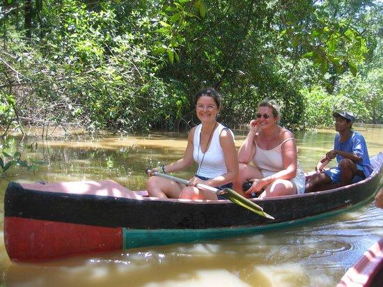 Pousada Ventania do Rio-Mar: withe the canoes on the igarapé dos limões