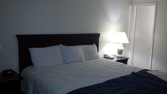 Marigot Beach Suites: master bedroom