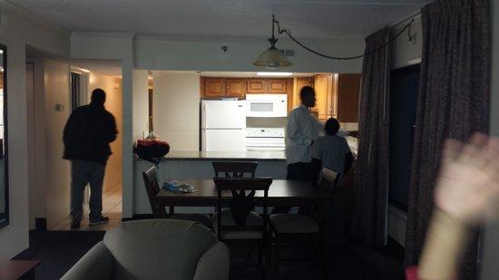 Marigot Beach Suites: dining room