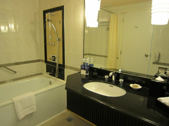 Bathroom - Lotte Legend Hotel Saigon (Ho Chi Minh City)