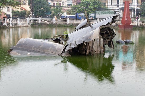 Huu Tiep Lake and the Downed B-52: Hun Tiep Lake (Downed B-52), Hanoi, Vietnam