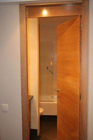 Eurostars Lucentum: bathroom