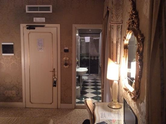 Hotel Ca' Dogaressa: bagno in camera