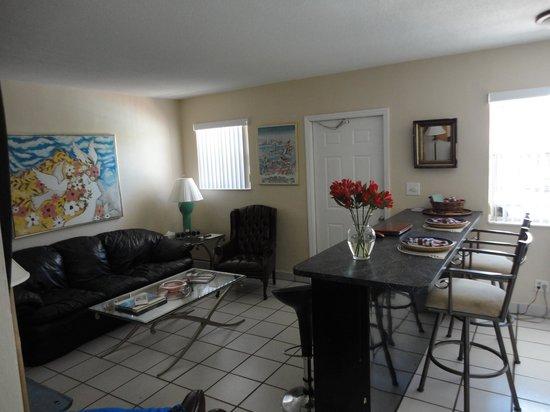 Liberty Garden Suites: Living Room