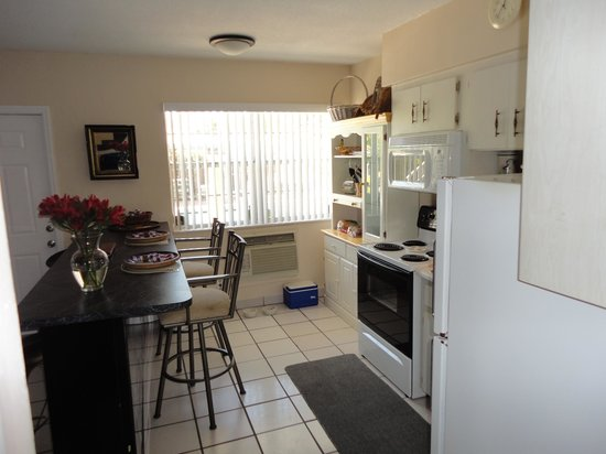 Liberty Garden Suites: Kitchen