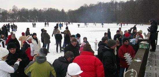 Birkenwerder, Duitsland: Eislaufen auf dem Boddensee
