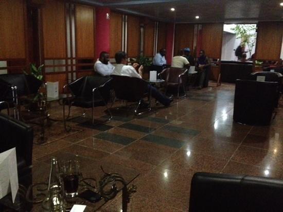 Hôtel Prince de Galles : bar de l'hotel