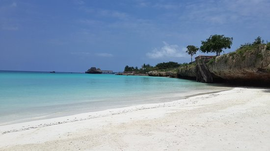Hideaway of Nungwi Resort & Spa: blue water, white sand...