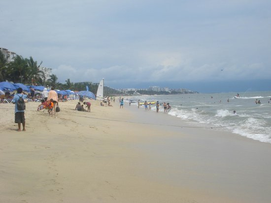 Hotel Riu Vallarta : hot afternoon on the beach