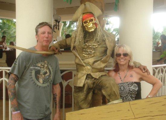 Hotel Riu Vallarta : fun with resort staff