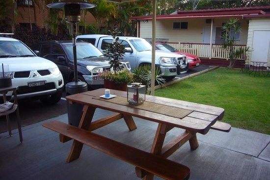 Ocean Park Motel: Innenhof des Hotels mit Parkplatz