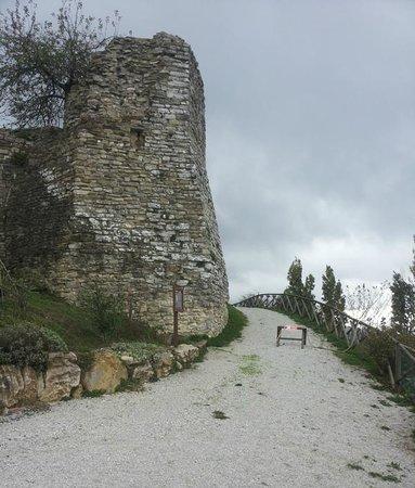 Agriturismo Borgo San Benedetto : Castello di San Benedetto Vecchio