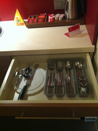 FourSide Hotel & Suites Vienna: Kitchenware II