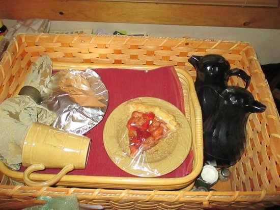 Pine Grove Park Bed and Breakfast Guest House: Breakfast packed in