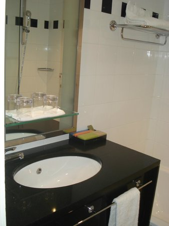 Hotel Berlaymont Brussels : salle de bain