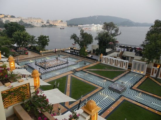 The Leela Palace Udaipur: Blick auf den See