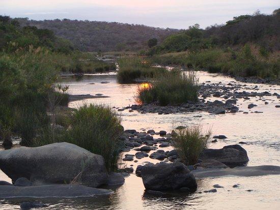 Amakhosi Safari Lodge: sun & water
