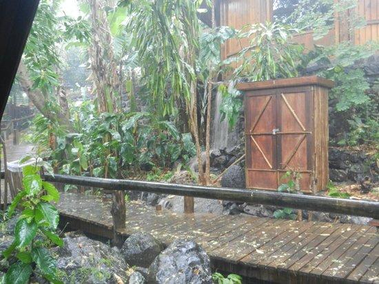 Lodge Roche Tamarin - Village nature : Accès au petit déjeuner sous le déluge