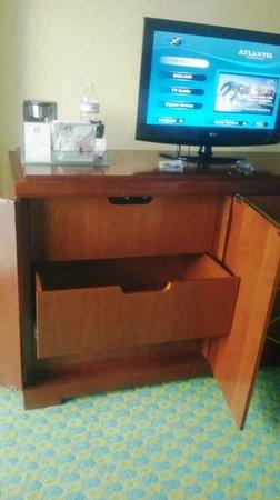 The Coral: mueble para guardado