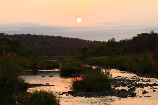 Amakhosi Safari Lodge: sunrise