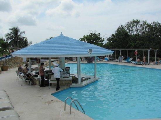 Hilton Cartagena: Pool bar
