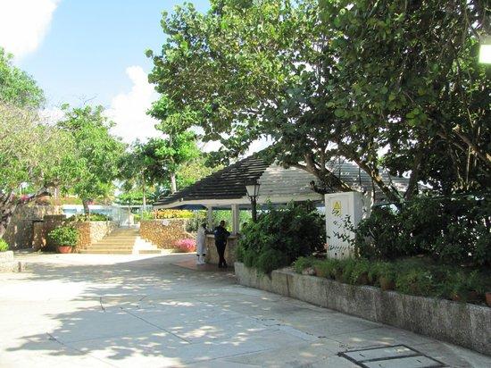 Hilton Cartagena: Hotel grounds