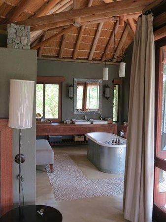 Dulini Leadwood Lodge: Badezimmer